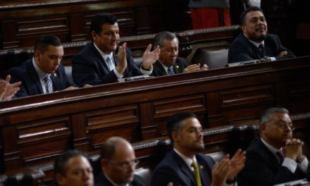 Tránsfugas concentran fuerzas para reformar  ley que les permita reelección.