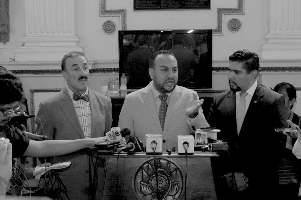 Un embajador o 4 diputados, un poder superior los utiliza para el #LobbyUSA