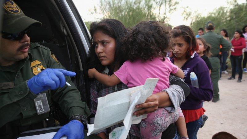 En EE.UU: lenta vía para reunir a 6 mil 400 niños separados de su familia