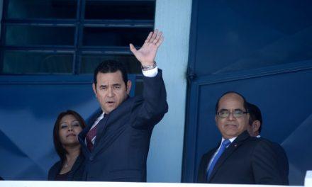 Sin relato de supuestas víctimas de acoso sexual,  MP cierra caso contra presidente Jimmy Morales