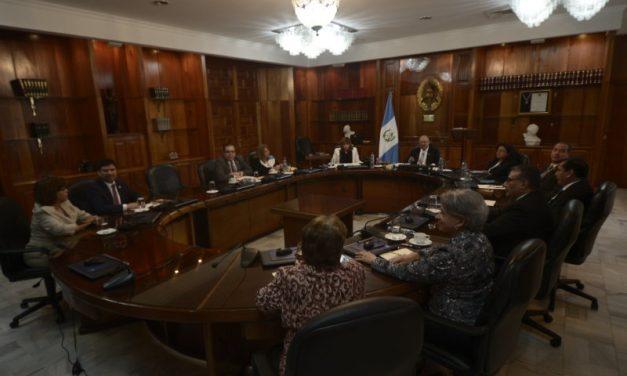 Navidad en Julio: jueces y magistrados quieren ganar como el Presidente