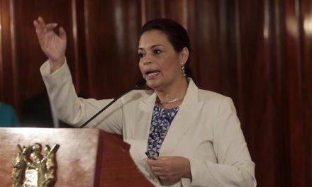 Resurge Roxana Baldetti y se planta ante el Tribunal que la juzga