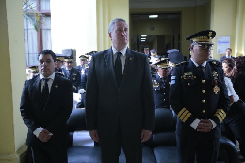 "Departamento de Defensa de EE.UU.: Enrique Degenhart miente<span class=""wtr-time-wrap after-title"">Lectura de <span class=""wtr-time-number"">2</span> min.</span>"