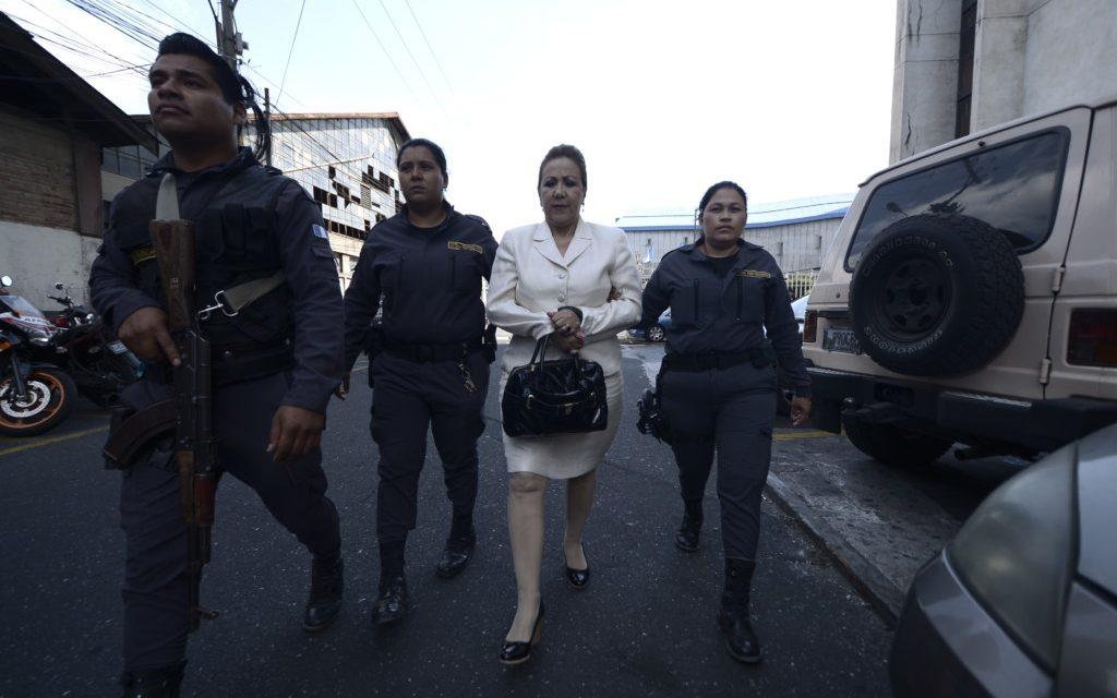 "Blanca Stalling se aferra a la magistratura, la ley le prohíbe regresar.<span class=""wtr-time-wrap after-title"">Lectura de <span class=""wtr-time-number"">3</span> min.</span>"