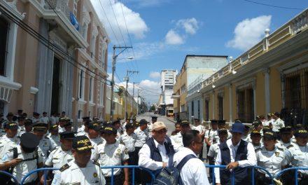 Miles de policías y soldados: faltaron diputados y otros invitados