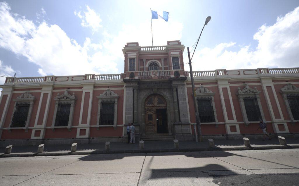 """Elección de """"alta sensibilidad política"""" a la vista: magistrados TSE"""
