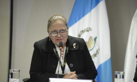 A Consuelo Porras la investigarán fiscales designados por ella misma