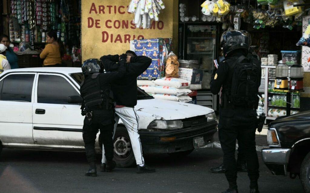 "No son pandilleros, pero atemorizan a los vecinos de Mixco y Sacatepéquez<span class=""wtr-time-wrap after-title"">Lectura de <span class=""wtr-time-number"">6</span> min.</span>"
