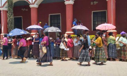 Guatemala replica error de El Salvador: miles de ciudadanos rompen la cuarentena para pedir apoyo económico
