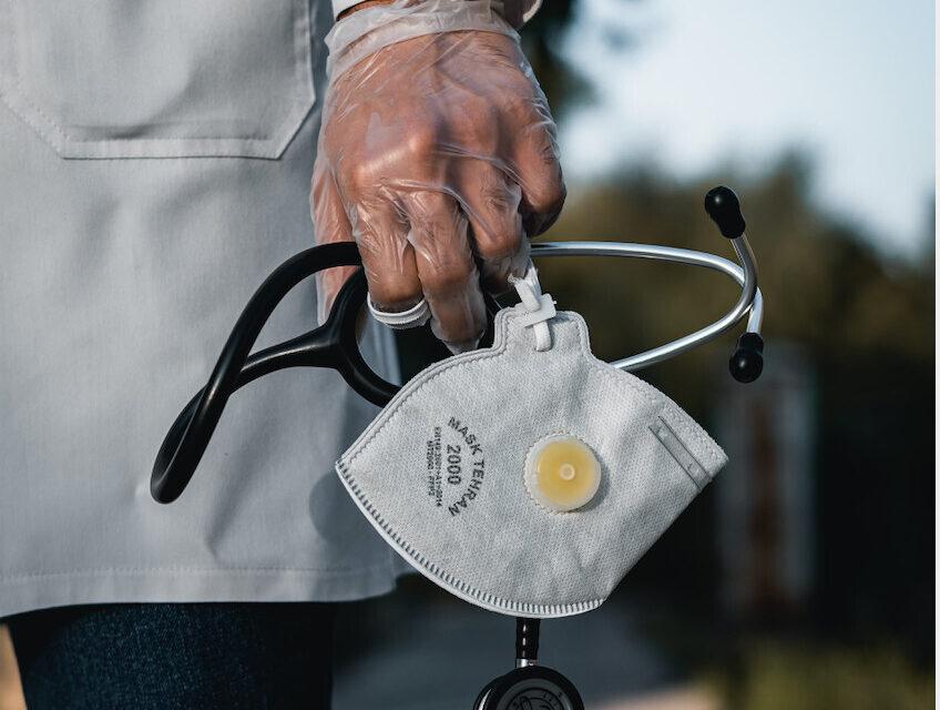 Congreso propone: indemnización para médicos que mueran y pensión para familiares
