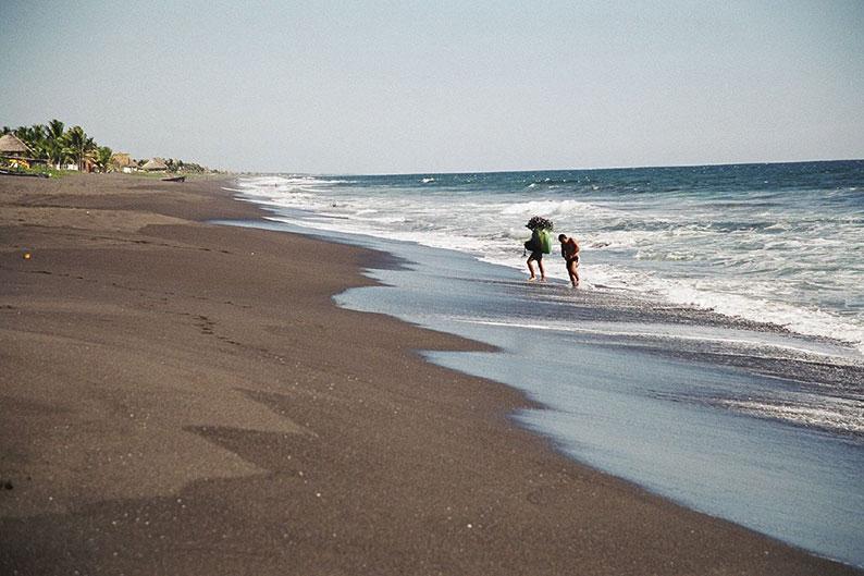 "Monterrico: dueños de casas en playas denuncian invasiones y amenazas<span class=""wtr-time-wrap after-title"">Lectura de <span class=""wtr-time-number"">3</span> min.</span>"