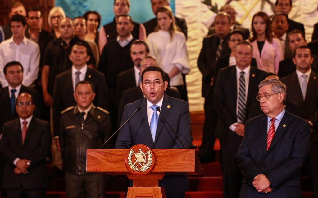 "Ni corrupto ni ladrón: medio gabinete de Jimmy Morales bajo sospecha de corrupción<span class=""wtr-time-wrap after-title"">Lectura de <span class=""wtr-time-number"">3</span> min.</span>"