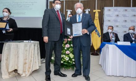 La Contraloría realiza homenaje  a Ricardo Castillo Sinibaldi por sus buenas prácticas  de administración y transparencia
