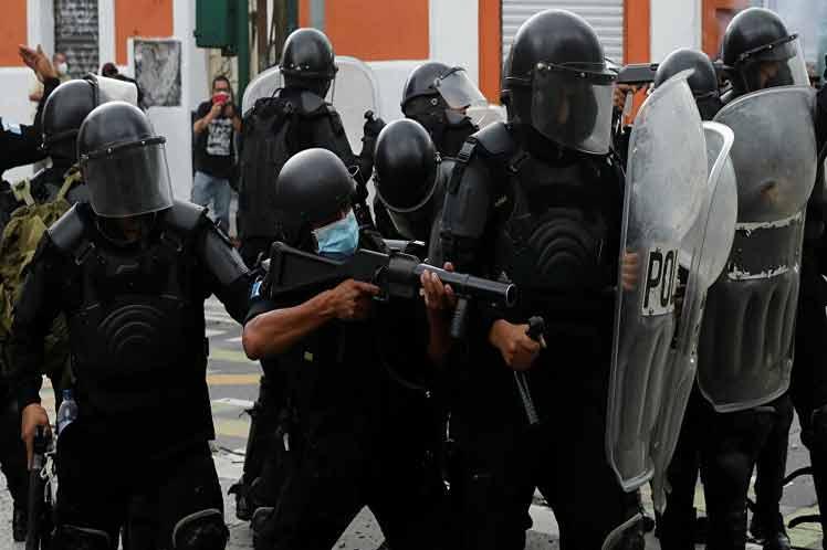 "Oficialismo protege a Ministro de Gobernación: en un mes no responde una sola pregunta sobre la represión policial<span class=""wtr-time-wrap after-title"">Lectura de <span class=""wtr-time-number"">3</span> min.</span>"