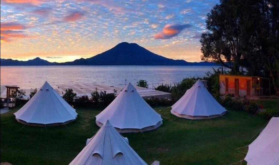 "Carpas a orillas del lago de Atitlán: nueva opción de hoteles temáticos<span class=""wtr-time-wrap after-title"">Lectura de <span class=""wtr-time-number"">2</span> min.</span>"