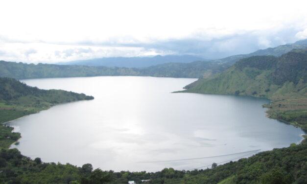 Laguna de Ayarza: un regalo de aguas cristalinas a solo 48 kilómetros de la capital